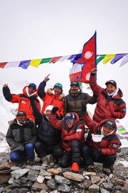 L'équipe népalaise ayant accompli l'exploit de gravir le K2 en hiver., Reuters