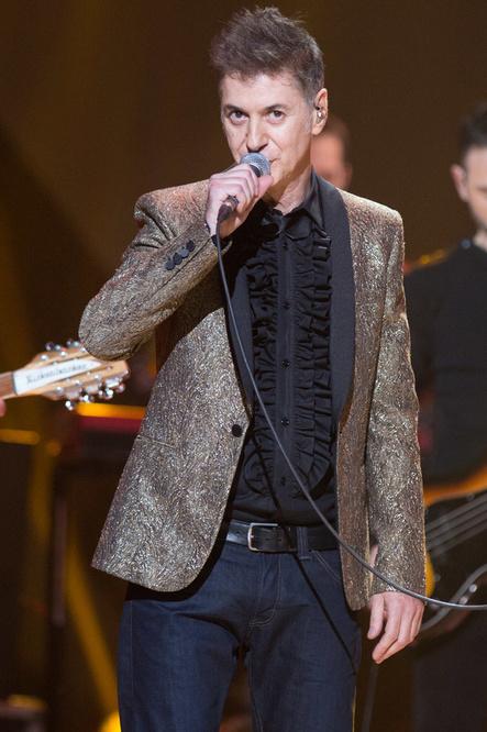 Daho sur scène en 2014, avec sa veste en lamé or, Getty Images
