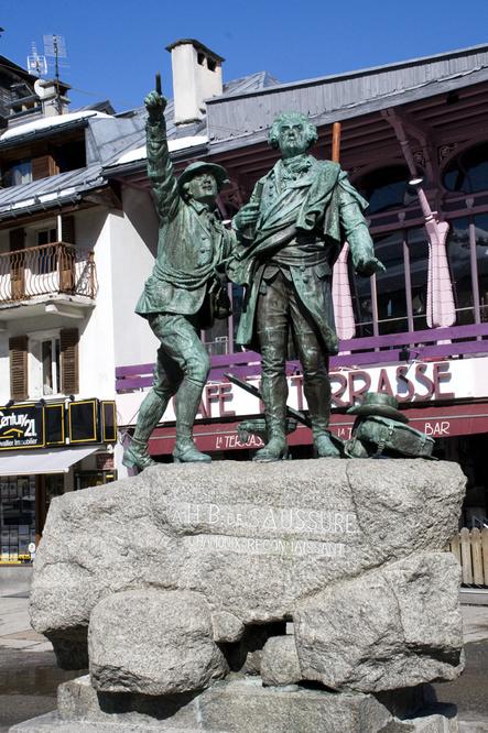 Statue de Jacques Balmat et Michel-Gabriel Paccard, à Chamonix, Getty Images