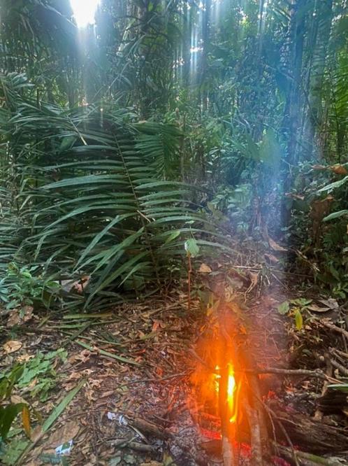 Le premier campement d'Antônio. Faire du feu avec du bois humide était un défi quotidien., Antônio Sena