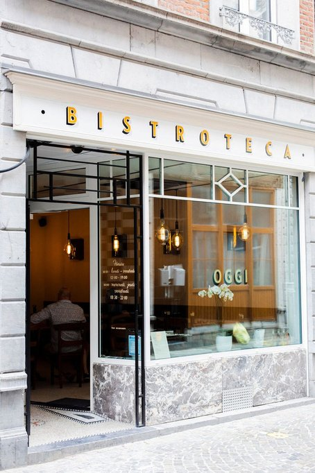Schilderwerk op hout van Miles Signs voor restaurant OGGI, Maxence Dedry