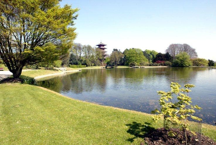 BRU43 - 20030415 - LAEKEN-LAKEN, BELGIUM : The Royal Park in Laken-Laeken pictured on Tuesday 15 April 2003. The serres will be opened for the public from Wednesday 16 April on. BELGA PHOTO YVES BOUCAU