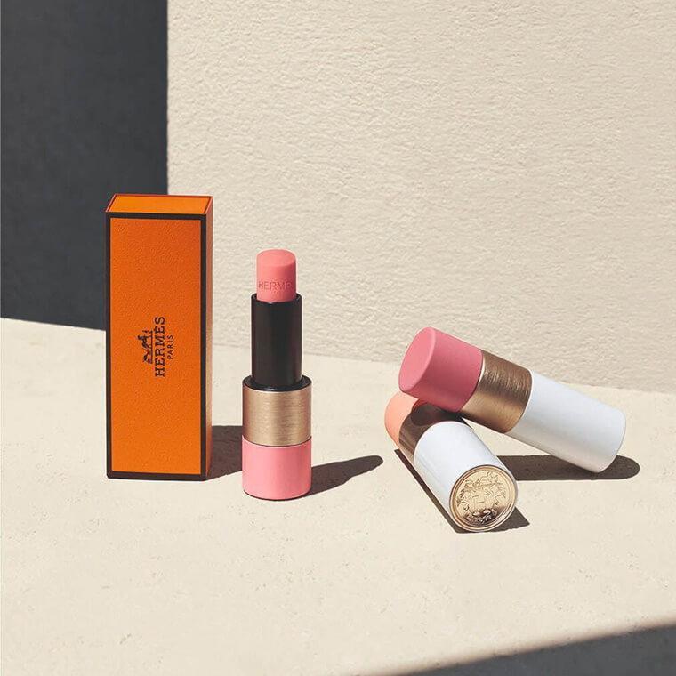 La collection de blushs Rose Hermès s'accompagne aussi de trois embelisseurs de lèvres rosés., Joaquin Laguinge