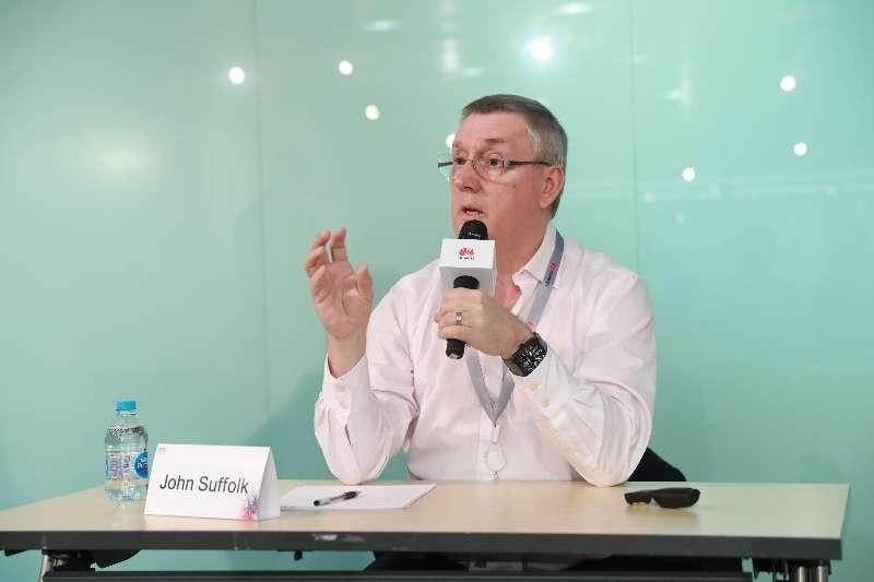 John Suffolk, hoofd cybersecurity en privacy bij Huawei, tijdens een eerdere persconferentie in 2018., .