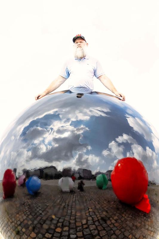 Fashion Balls: Walter Van Beirendonck geeft het goede voorbeeld, Ronald Stoops