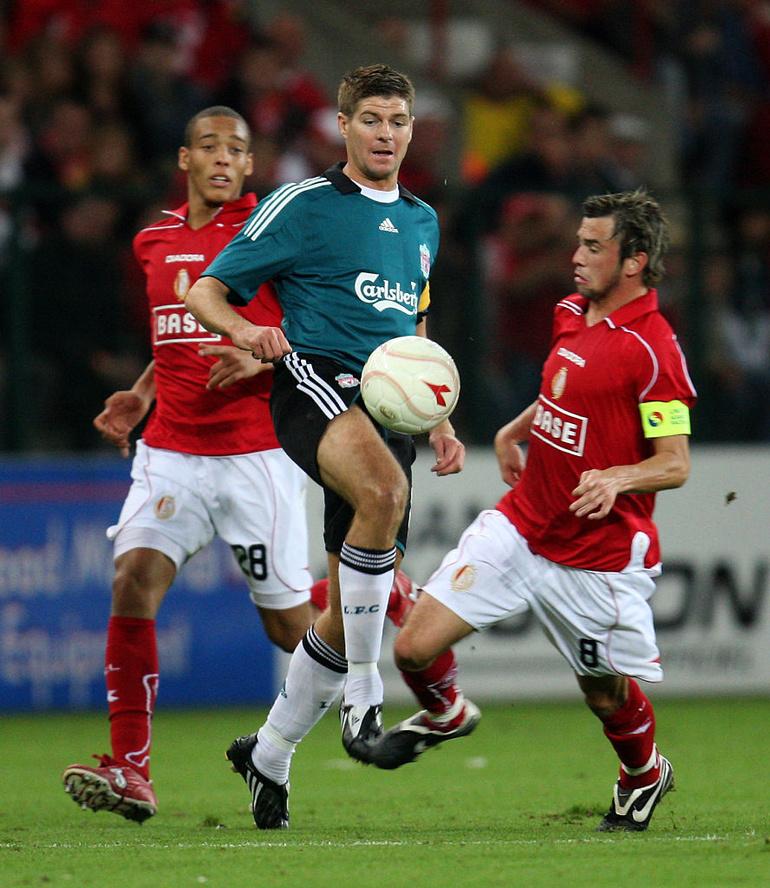 Gerrard à Sclessin face à Witsel et Defour: c'était en 2008 pour les barrages de la Ligue des champions. Souvenirs..., belga