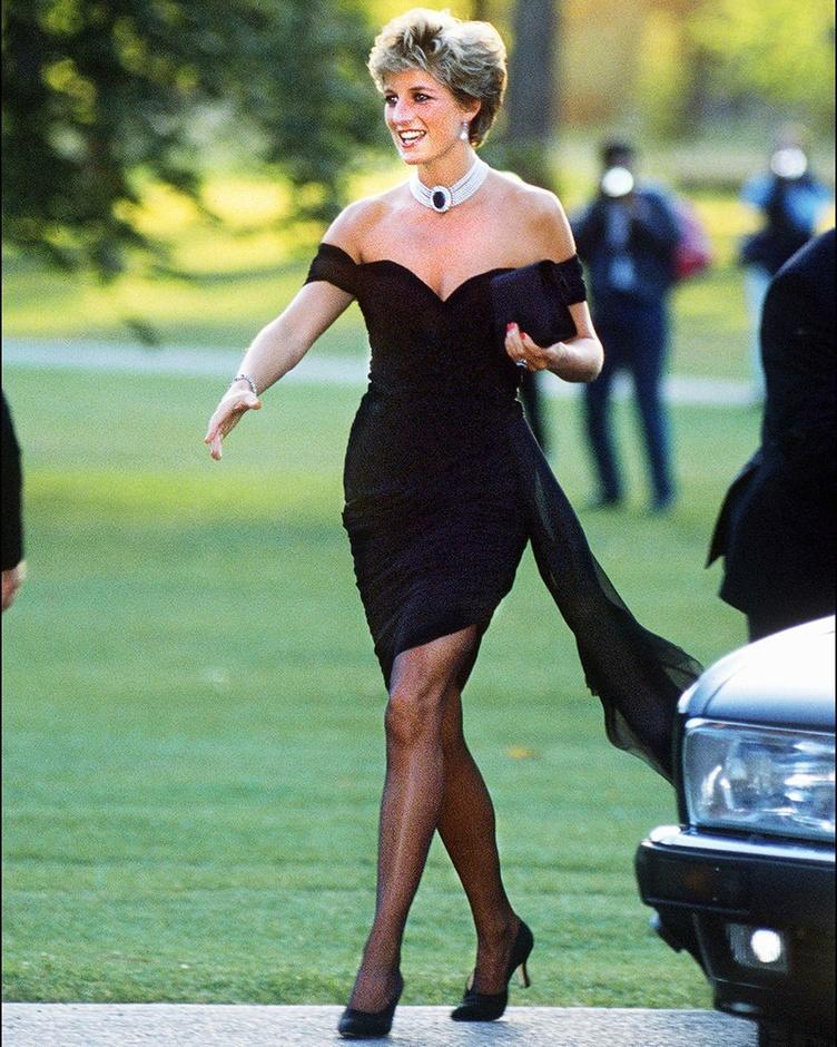 Lady Di a de nouveau fait parler d'elle en 1994 en portant une robe de cocktail au décolleté plongeant., Getty Images/Hulton Royals Collection/Jayne Fincher